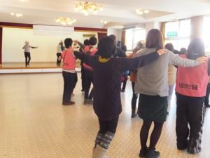 町民とボランティア一緒になってレクダンス!