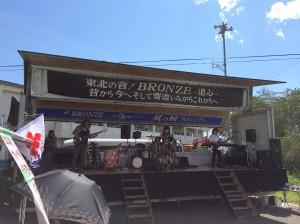 被災地を回り、復興応援ライブを続けている「BRONZE 道心」の皆さん