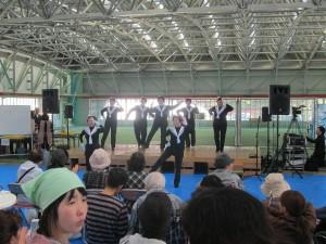 七ヶ浜町住民の皆さんによる踊りステージ