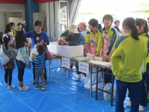 地元中学生もボランティアとして参加!