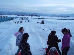 朝から晩まで雪遊び三昧!