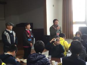 愛知県安城市からの漬物を提供しくれた石川さん(右)と七ヶ浜の茎ワカメを提供してくれた渡辺さん(左)