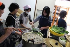 豚汁と炊き込みご飯をみんなで作ります。