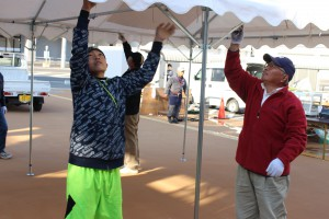 テーブル運びやテントの設営も子どもたちが手伝ってくれました。