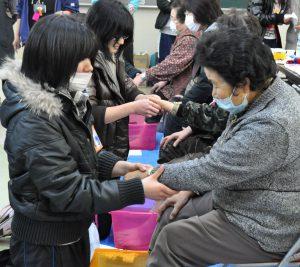 足湯の様子(2011年4月撮影)